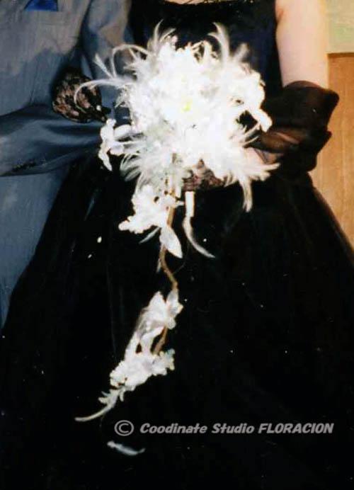 カトレア フェザー 白いブーケ