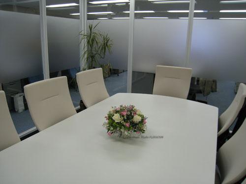 フレッシュフラワー アレンジメント ドーム 会議室